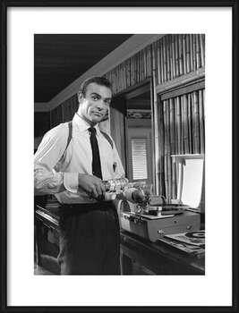 Framed Poster James Bond 007 - Retro style